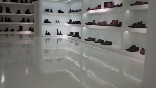 Magasin de chaussures à Paris